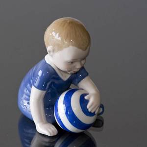 Baby mit Ball, Royal Copenhagen Figur